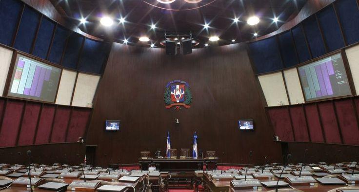 Dilatada carrera legislativa de diputados hace sumatoria de más de dos siglos en CD SANTO DOMINGO.- Un reducido grupo de diez diputados se ha perpetuado en el Congreso Nacional por cuatro o más períodos consecutivos, y cuando haya concluido esta gestión legislativa, el 16 de agosto del 2020,