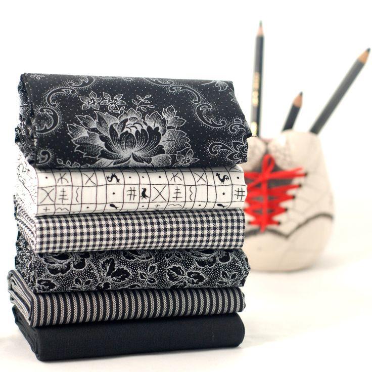 Bianco e nero bundle tessuto trimestre grasso - florals Bold stripes & geometrie in bianco nero - 100% cotone - patchwork quilt borsa cuscino di bambola giocattolo di fabricsandfrills su Etsy https://www.etsy.com/it/listing/221026993/bianco-e-nero-bundle-tessuto-trimestre