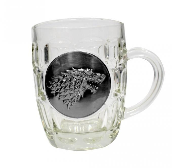 Jarra de cerveza logo metálico casa Stark. Juego de Tronos  Estupenda jarra de cerveza 100% oficial y licenciada con la imagen del logo metálico de la casa Stark con una capacidad de 0.5 litros de la serie Juego de Tronos.
