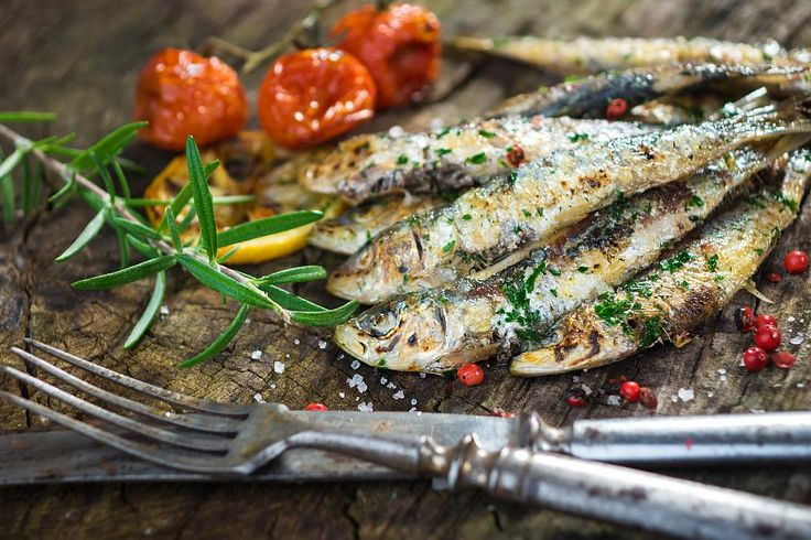 20 fresh sardines 3 tablespoons chopped parsley 3 cloves garlic 1 tablespoon of grated lemon peel Extra virgin olive oil Salt   Put sardines (whole or cleaned*) in a bowl with extra virgin olive oil, grated lemon peel, salt and 1 garlic clove. Cover it and let it sit for 30 minutes. In a small... - https://www.welcome-to-croatia.com/traditional-croatian-recipes/grilled-sardines-garlic-parsley-sauce/