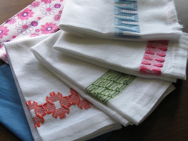 Huck Weaving Free Pattern | Huck Towels by SuMatt on Flickr , from an antique 1910s pattern.)