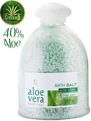 #Aloe vera #Aloevera #Bad salt #bath 40% Aloe vera.  Vitaliserande, uppfräschande badsalt med Aloe Vera. Härlig återhämtning för en vintertrött kropp!  Badsalt för en behaglig bad- och vårdupplevelse. Med en behaglig frisk doft Naturligt vårdande ämnen skämmer bort huden Hälls i det varma badvattnet efter eget behag.  350g.  125:-