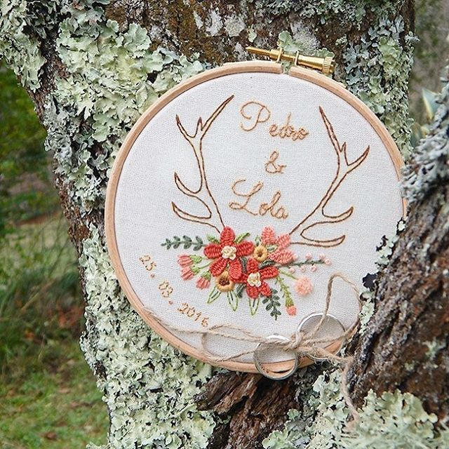 Really cute antlers and flowers embroidery design.