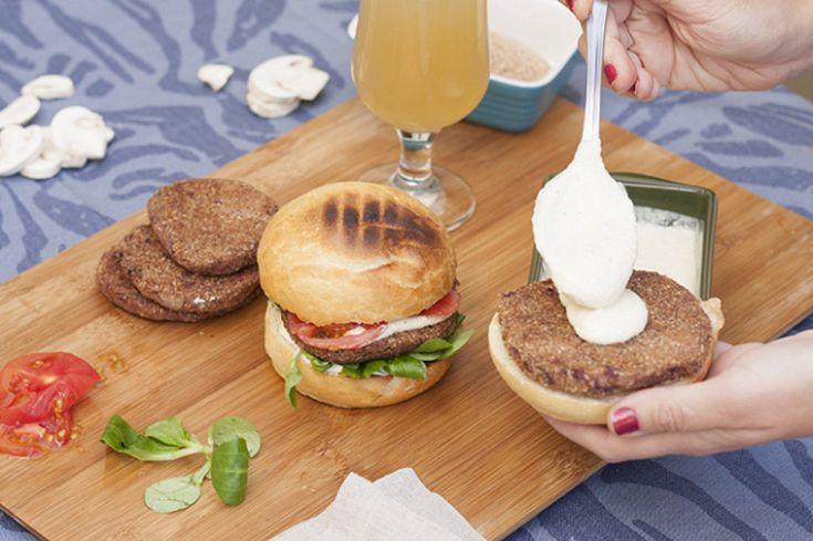 Unas hamburguesas vegetarianas hechas con alubias rojas - Comidas vegetarianas ricas ...