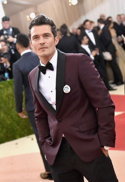 "Orlando Bloom Photos - Orlando Bloom attends the ""Manus x Machina: Fashion In An Age Of Technology"" Costume Institute Gala at Metropolitan Museum of Art…"