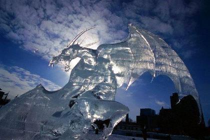 Londra, sculture di ghiaccio