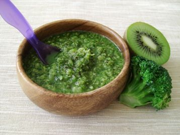 Super Green Baby Puree made with broccoli, kiwi and spinach. Acceptable for 10 month olds and older.