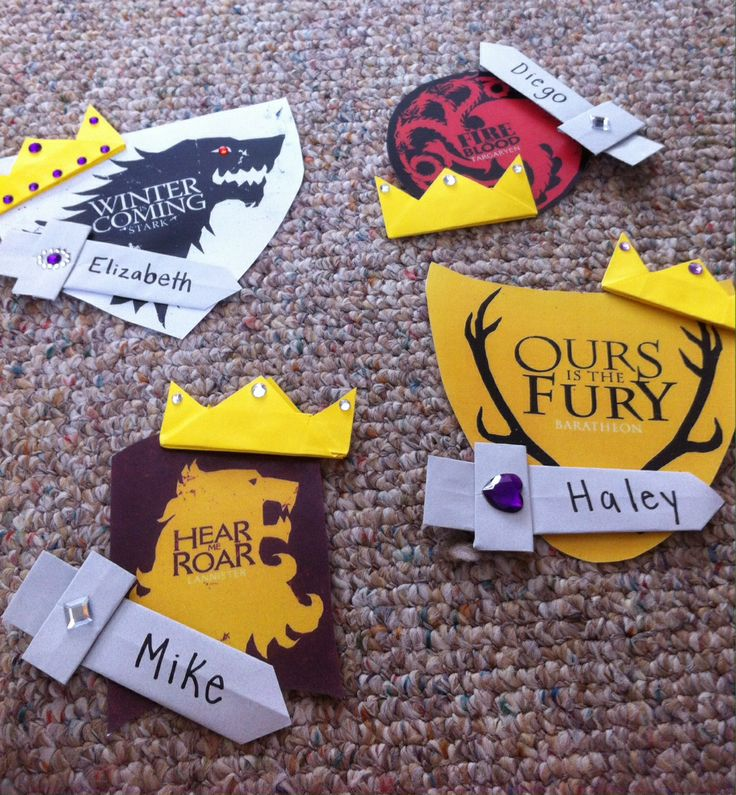 I chose four houses from Game of Thrones ! The swords and crowns are origami patterns!