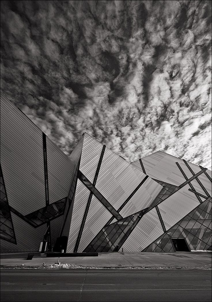 The Royal Ontario Museum (ROM), University of Toronto, Ontario, Canada. The Michael Lee-Chin Crystal was completed in 2007 and is designed by Daniel Libeskind. Photo Sam Javanrouh