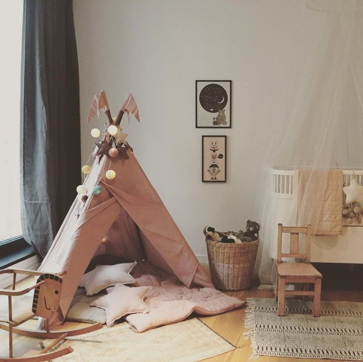 Beautiful room! Dusty pink teepee, star cushions and futon by Numero74