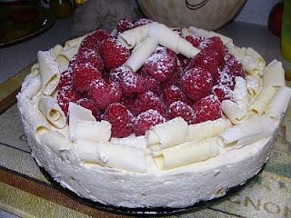 Gâteau au fromage au chocolat blanc Toblerone et aux framboises