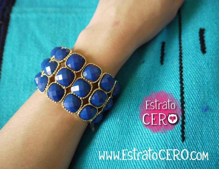 pulsera dorada y azul rey