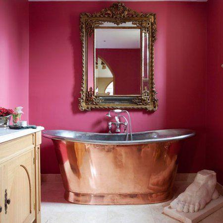 Prachtig vrijstaande badkuip in victoriaanse stijl.