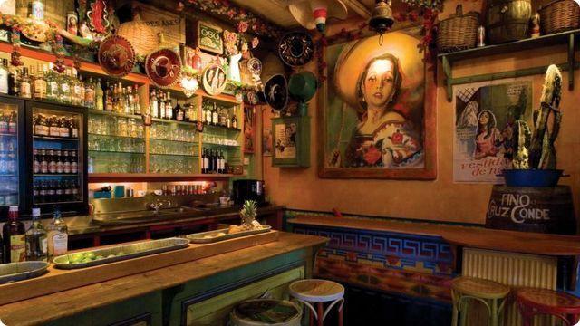 Gringo Bar - Lammerstraat waar u als luierend van onder een sombrero geniet van échte Mexicaanse pit, met of zonder alcohol. Attencion: het aanbod ís gevaarlijk ruim, de smaak verleidelijk verslavend...