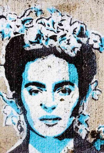Grafite com o rosto da artista mexicana.