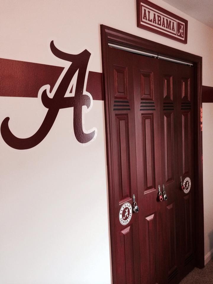 Closet doors looks like lockers. Alabama Crimson Tide Boys Room, University Of Alabama Room, Boys Cave, Roll Tide