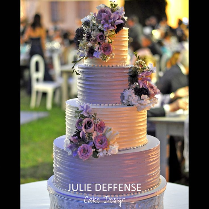 Luxury Wedding Cake by Julie Deffense - www.juliedeffense.com