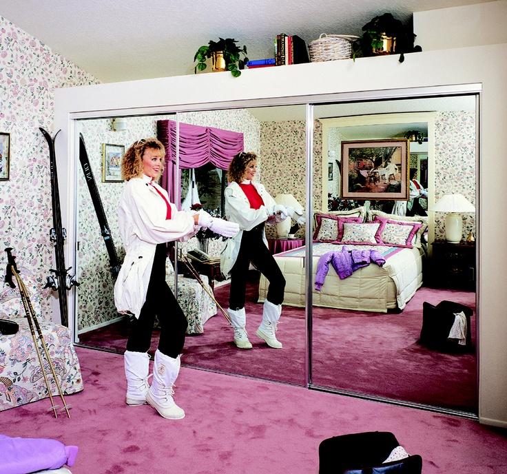 Stylish mirrored sliding wardrobe world
