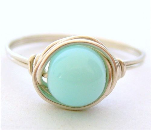 so pretty, some customization and it could be such a cute wedding ring :O