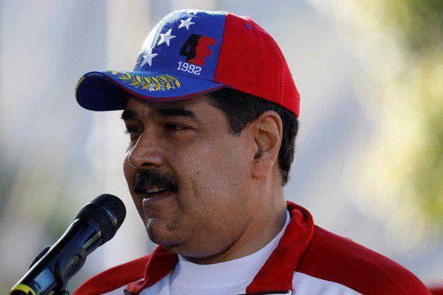 Chávez ya no sera mentor de Maduro en esta campaña electoral - El presidente de Venezuela habla con la prensa antes de un partido de softball con ministros y militares en una base militar de Caracass, Venezuela, 28 de enero, 2018. REUTERS/Marco Bello CARACAS (Reuters) – A pesar de las críticas a las elecciones presidenciales convocadas en Venezuela, ... - https://notiespartano.com/2018/01/30/chavez-ya-no-sera-mentor-maduro-esta-campana-electoral/
