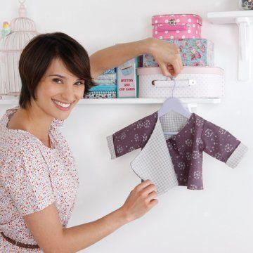 un kimono pour bébé à réaliser en couture réversible en mauve et blanc - Tuto Couture