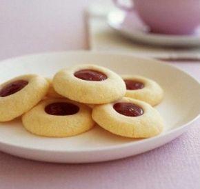 Prepara aceste fursecuri de post cu gem, simple, din cateva ingrediente, perfecte pentru atunci cand simti nevoia sa mananci ceva dulce si energizant.