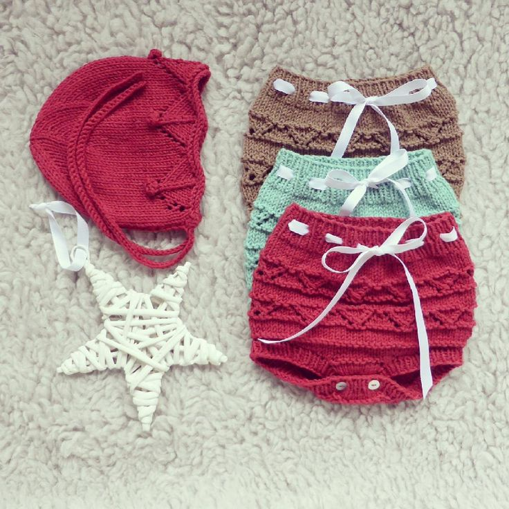Baby knits on the way for Christmas!  Happy Sunday!  #pontinhosmeusetsyshop #handmade #babyknits #babyknitwear #babyclothes #instababy #knittersofinstagram #baby #babyphotoprop #babygirl #babyfashion #knitting #babyprops  #babyboy #knits #newbornphotoprop #blommers #forbaby #babyoutfit #babyknitting #diapercover #newbornoutfit #forbabies #bonnet #babtbonnet