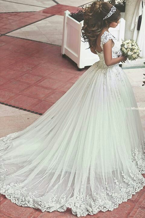 Breathtaking wedding dress with lace. Bridal princess wedding dress: Walid Shehab Haute Couture Photography: Said Mhamad #coupon code nicesup123 gets 25% off at www.Skinception.com and www.leadingedgehealth.com
