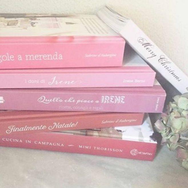 """""""Finalmente Natale!"""" e """"Fragole a merenda"""", in ottima compagnia (che onore!) sullo scaffale di Giulia. La quale, amando la bellezza, ne ha scritto una bellissima recensione... #finalmentenatale #quifragoleamerenda"""