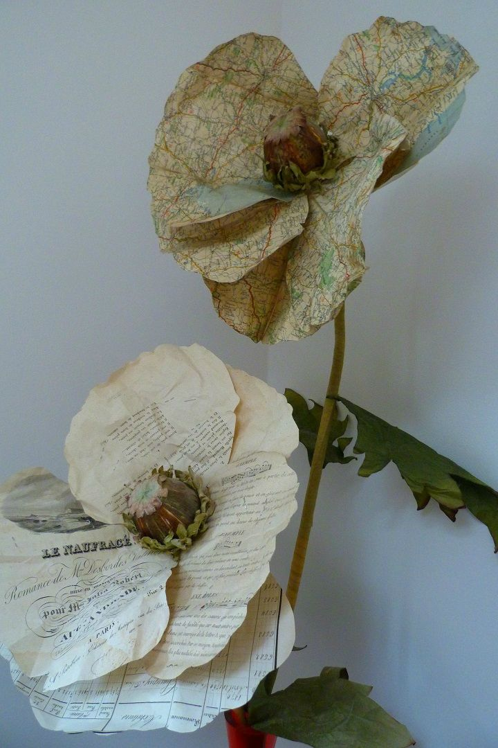 Lovely Paper Flowers: these beautiful homemade paper flowers are completely stunning!