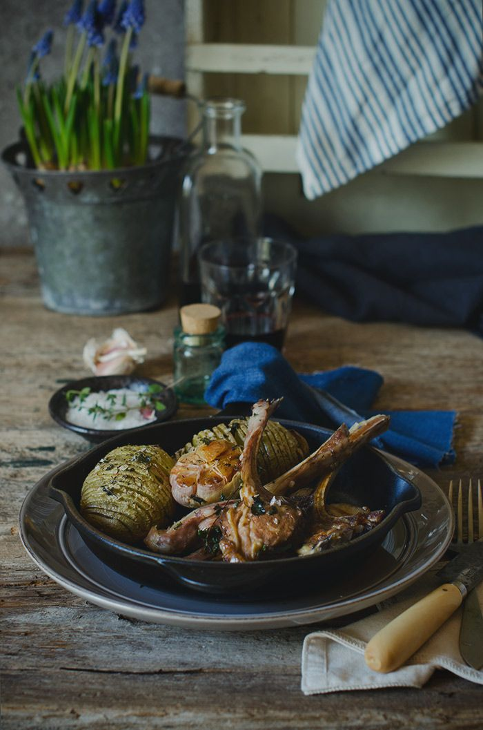 Chuletas de Cordero al Horno con Patatas Hasselback   Roasted lamb chops with hasselback potatoes http://saboresymomentos.es
