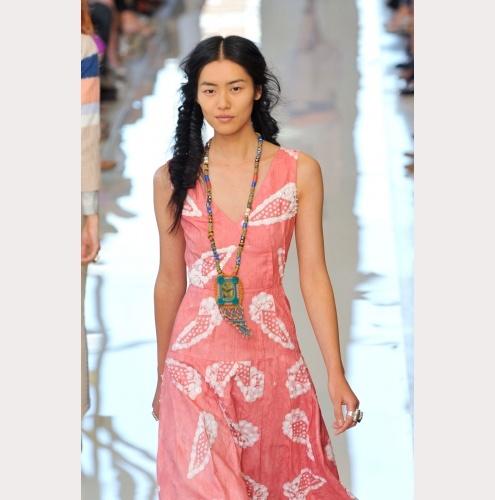 Fashion Week New York: Angesagte Hippiemode bei Tory Burch (Foto: Imaxtree)
