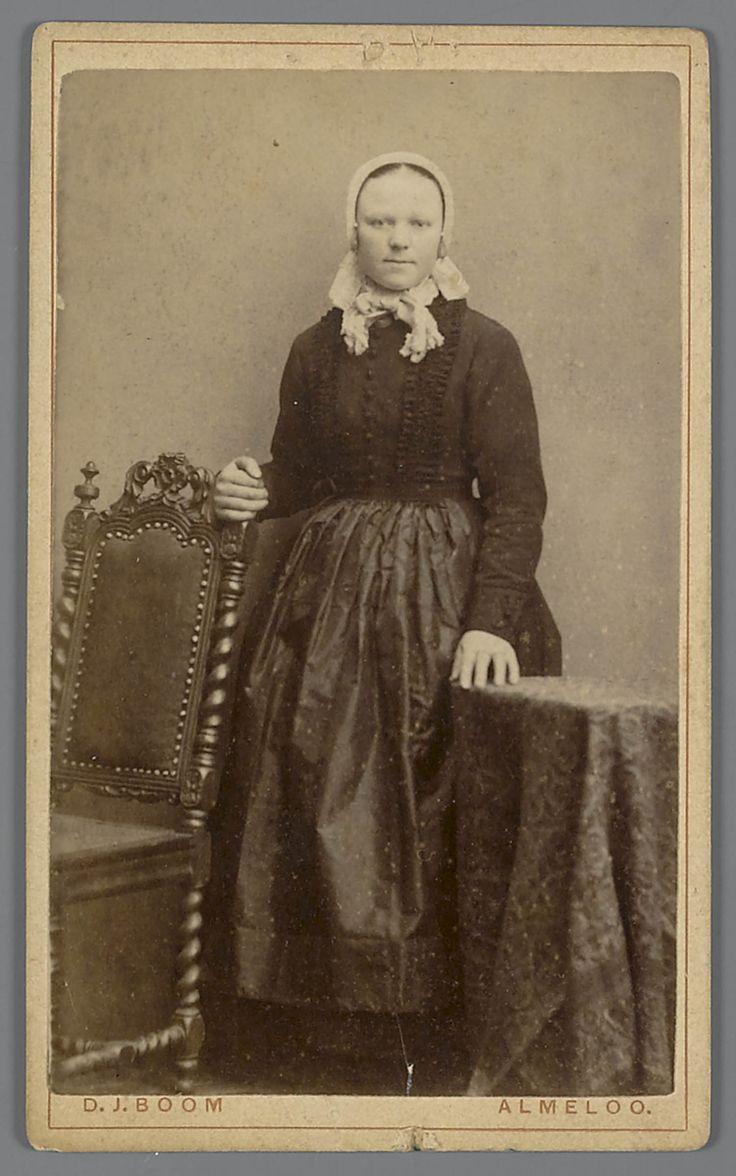 Vrouw in streekdracht uit Delden, circa 1900 #Overijssel #Twente #Saksen