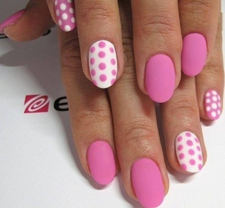 Różowy manicure