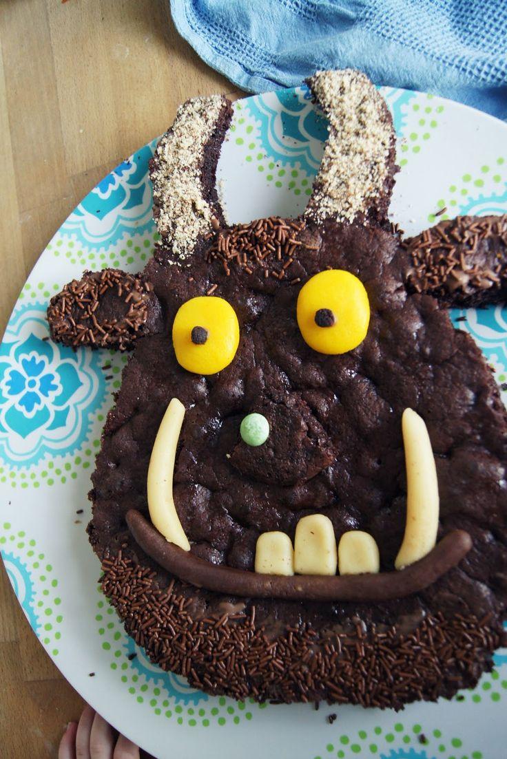 Emil wurde gestern 3 da durfte ein Grüffelo-Kuchen nicht fehlen  Eulenmuffins  Kekse ein Geburtstagsshirt und die 3 an der Krone gabs...