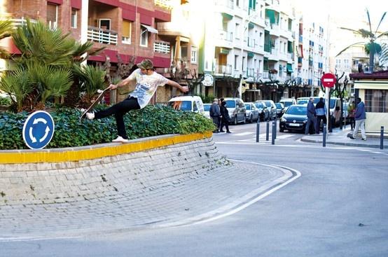 ALFREDO URBÓN fatplant to fakie Rotonda #xkaters #skateboarding