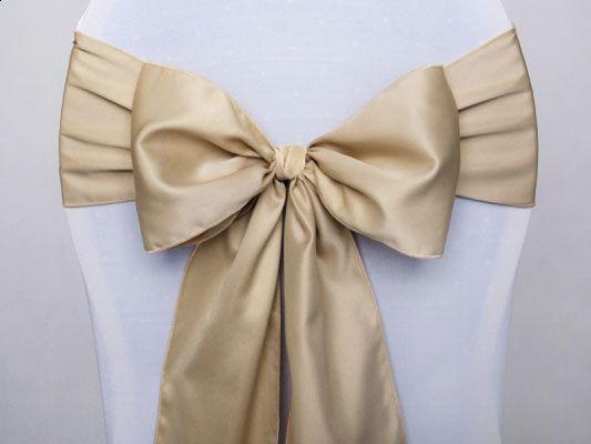 Embellissez vos chaises grâce à ces magnifiques noeuds satinés disponibles en différentes couleurs :http://www.mariage.fr/noeud-de-chaise-mariage-en-satin.html
