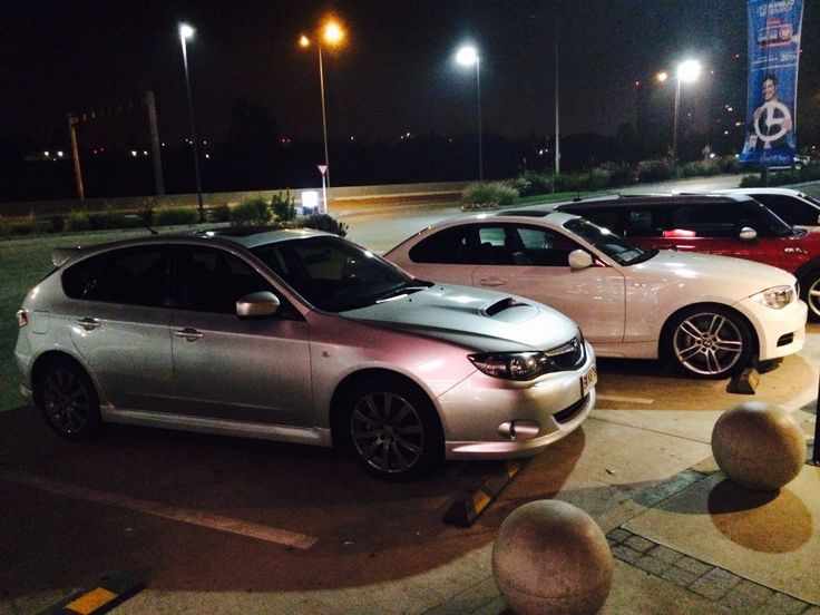 Photo in gas station whit bmw 135i