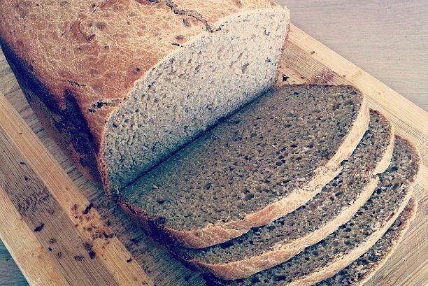 Dit recept wil ik jullie absoluut niet onthouden. Dit is werkelijk waar een fantastisch recept voor glutenvrij brood. Je hebt wel een broodbakmachine nodig
