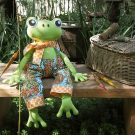 This fun and funky frog softie pattern by Anthea Christian will delight children of all ages, with photographs and diagrams to help you at each stage.  www.cosyproject.com