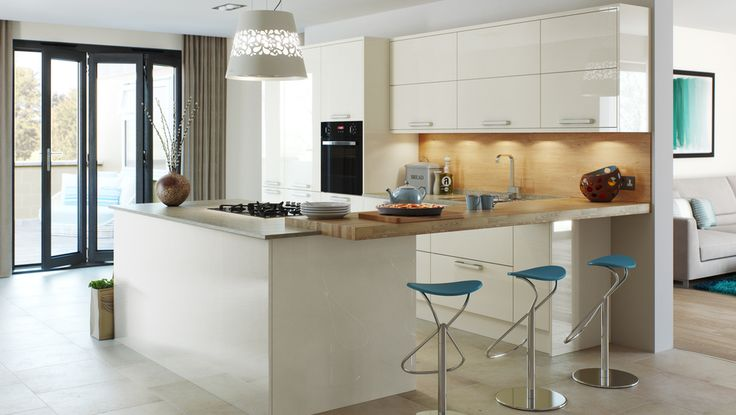 HAMELDOWN CREAM A soothing colour with a warming effect. Mixed with organic tones and blue accessories, this kitchen delivers a comfortable, inviting and enjoyable living space.