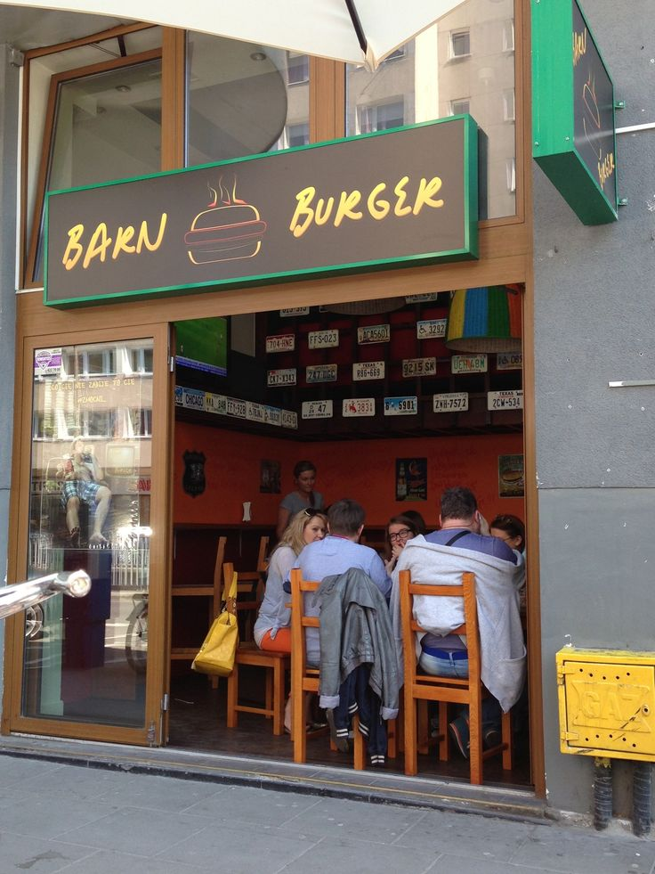 Niecodzienne burgery. Coś koło 25 PLN za zestaw burger+fryty