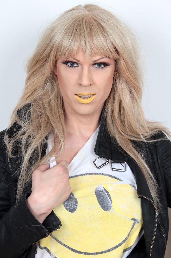 Gretchen yellow Photo by Annika Lind #Gretchen #fashionista #dragqueen http://finest.se/Gretchenofsweden/