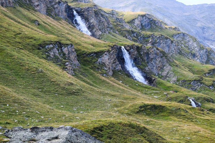 Wasserfall in den Hohen Tauern http://www.travelworldonline.de/traveller/hohe-tauern-mit-dem-auto-glockner-hochalpenstrasse/?utm_content=buffer2ec2c&utm_medium=social&utm_source=pinterest.com&utm_campaign=buffer ... #berge #mountains #alpen #alps #panoramastrasse