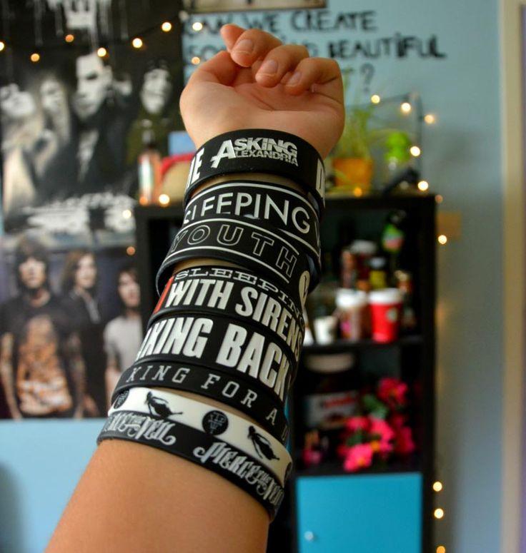Scene Girl Fashion Tip Nº21: Bangles and Wristbands - http://ninjacosmico.com/22-style-tips-scene-girl/