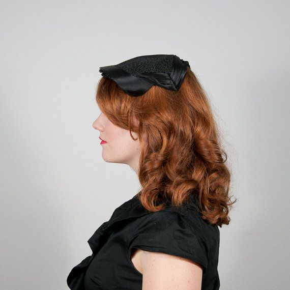 vintage 1950s hat // black feathered toque // The Raven