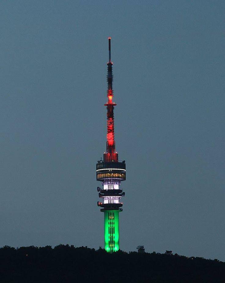 A pécsi Burján Csaba és Knoch Viktor tiszteletére február 22-én csütörtökön piros-fehér-zöld színekkel világít Pécsen a tévétorony
