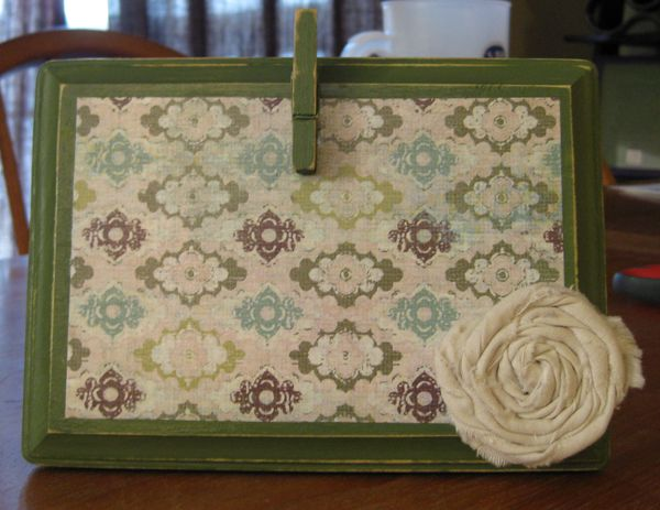 Recipe holder, could do with a recycled picture frame & swap out backgrounds when the mood strikes!