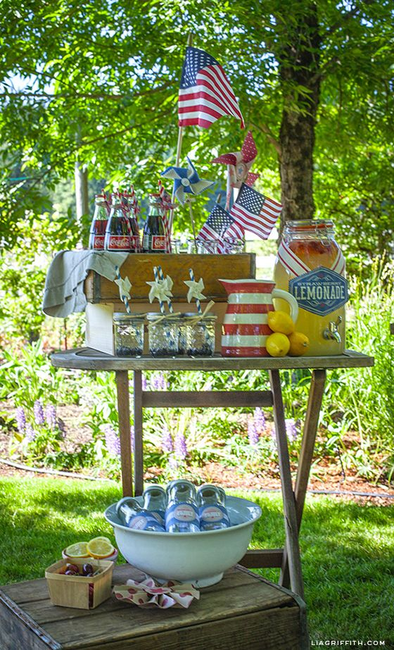 How cute are these vintage Americana decor ideas? Perfect for your Memorial Day or 4th of July party!