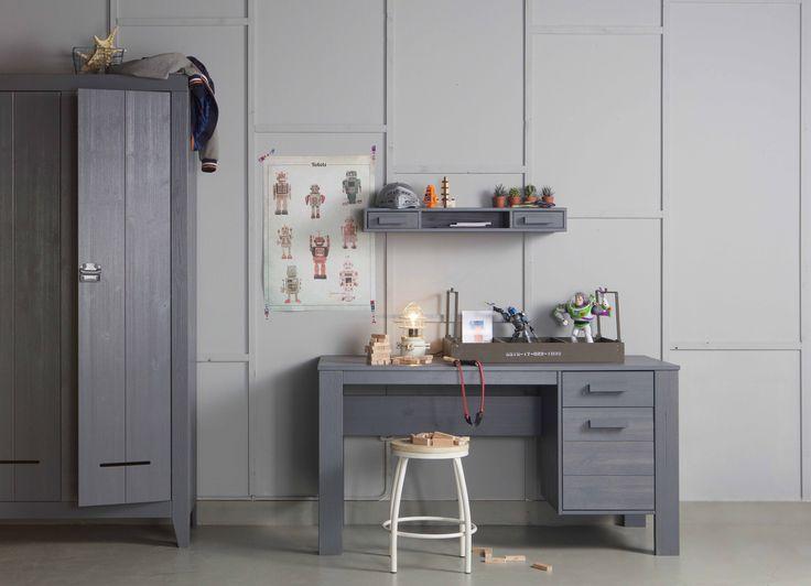 Kast | wardrobe Kluis, bureau en wandpalletkast | desk & wall pallet cabinet Dennis & kruk | stool Nomi by WOOOD #kast #bureau